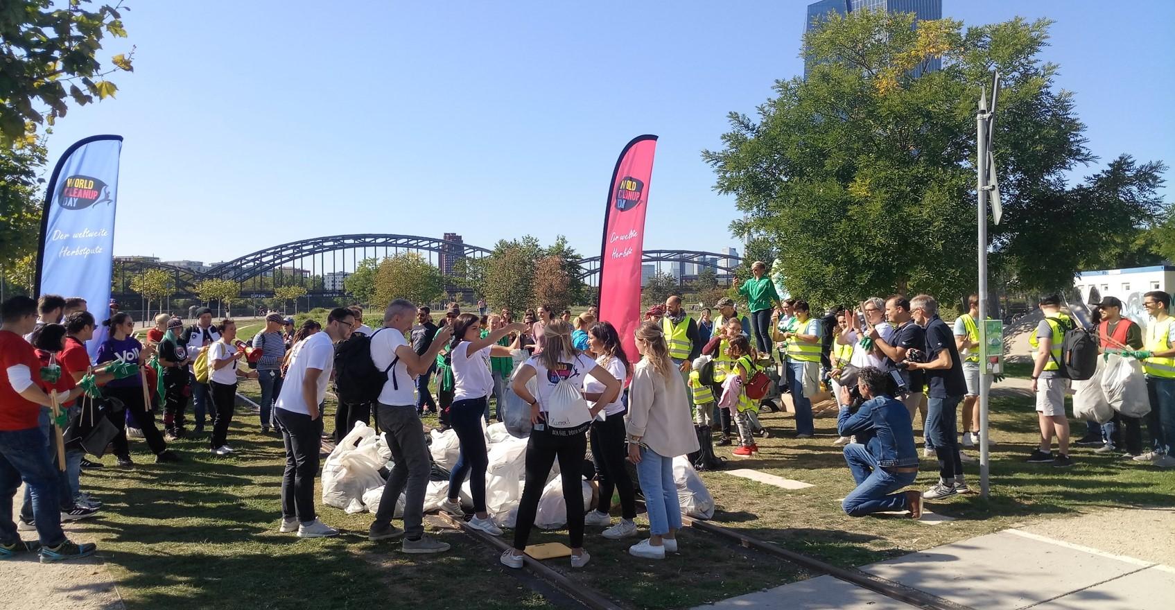 Frankfurt World Cleanup Day 2020 am Deutsche Bank Park/Waldstadion (Hessen)
